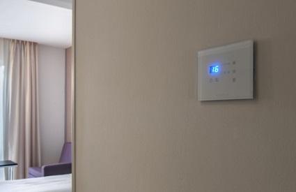 בקרת שליטה מעוצבת מיזוג אוויר במלון